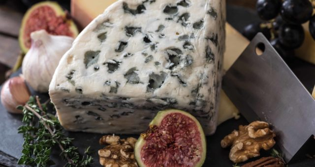 How To Set Up A Fancy Cheese Platter ?